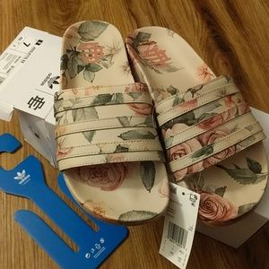 Vintage style Leather Adidas size 7 sandals NWT